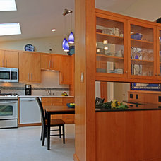 Midcentury Kitchen by Mosby Building Arts
