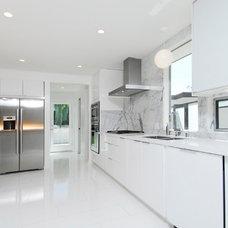 Contemporary Kitchen by Brion Jeannette Architecture