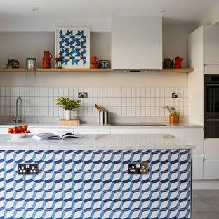 Свежая идея для дизайна: кухня в стиле ретро - отличное фото интерьера