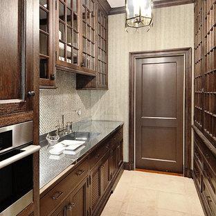Foto di una grande cucina tradizionale con ante di vetro, ante marroni, paraspruzzi con piastrelle a mosaico, elettrodomestici in acciaio inossidabile, pavimento in pietra calcarea, nessuna isola e pavimento beige