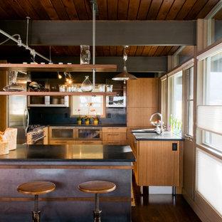 Esempio di una cucina moderna chiusa con elettrodomestici in acciaio inossidabile