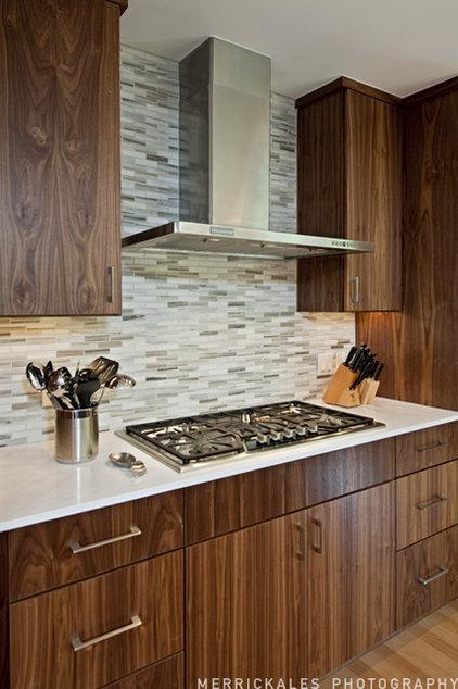 Modern Kitchen by Soledad Builders, LLC