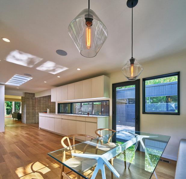 Cool Midcentury Kitchen by MATHISON MATHISON ARCHITECTS