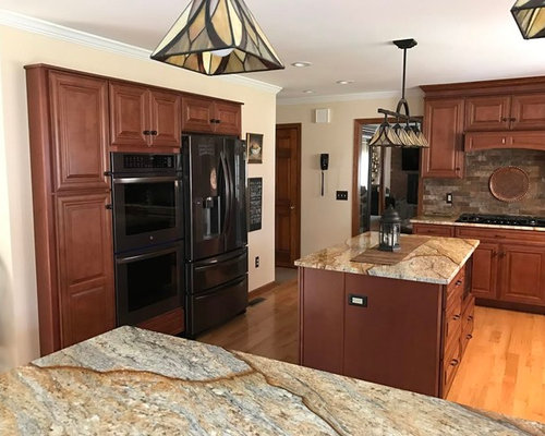 Middlebury Maple Cabinet Transitional Kitchen