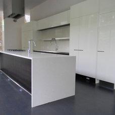 Modern Kitchen by SawHorse Design + Build