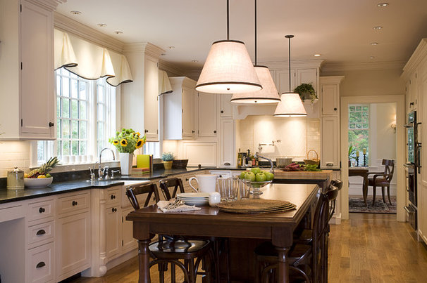 Traditional Kitchen by Duckham Architecture & Interiors