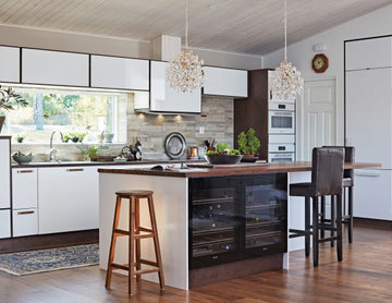 Miinus Ecological Scandinavian-Style White and Lacquered Brown Kitchen