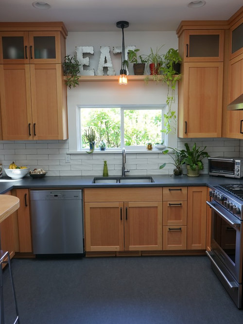 Best 70 Small Kitchen Ideas & Remodeling Pictures | Houzz on Small Kitchen Remodeling Ideas  id=36282
