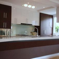 Modern Kitchen by Milford Design Studio