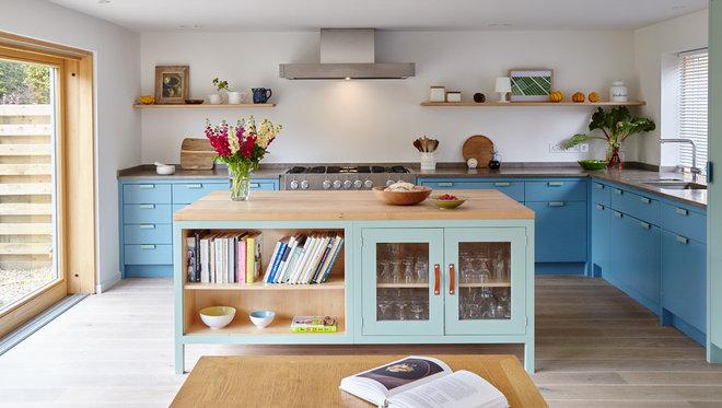 Scandinavian Kitchen by Lacy-Hulbert Interiors Ltd