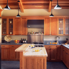 Craftsman Kitchen by Mahoney Architects & Interiors