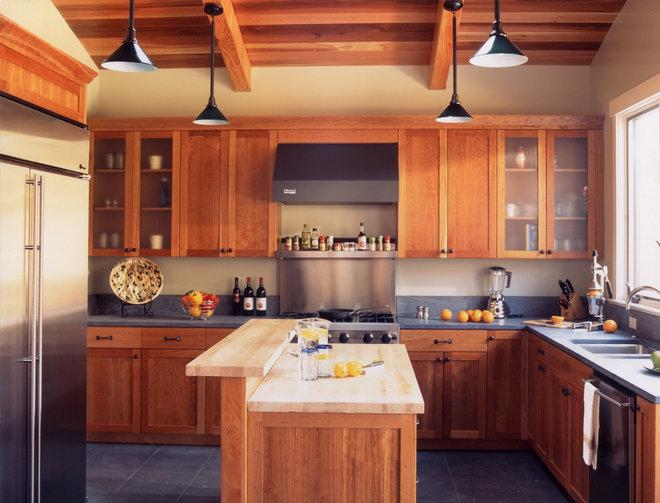 Craftsman Kitchen by Mahoney Architects & Interiors