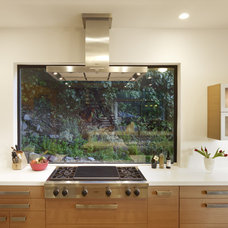 Modern Kitchen by DANIEL HUNTER AIA Hunter architecture ltd.