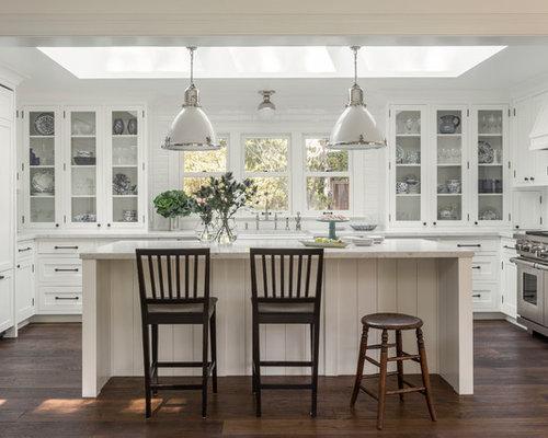 Foto e idee per cucine cucina in campagna con ante di vetro for Piastrelle paraspruzzi cucina