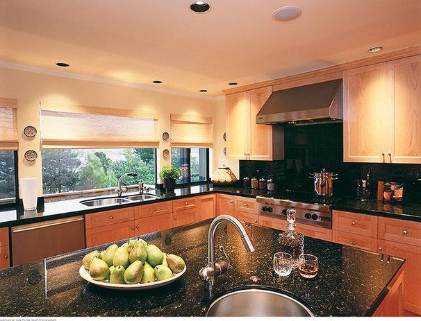 Contemporary Kitchen by Michael Merrill Design Studio, Inc