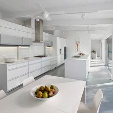 Modern Kitchen by Edmonds + Lee Architects
