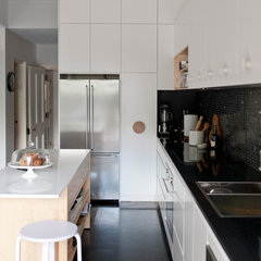 modern kitchen by ANNA CARIN Design