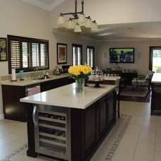 Traditional Kitchen by pacific designs & cabinets