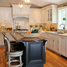 Traditional Kitchen by Topnotch Design Studio