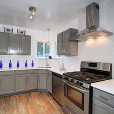 Modern Kitchen by Le Chic Maison