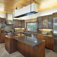 Modern Kitchen by MacCracken Architects