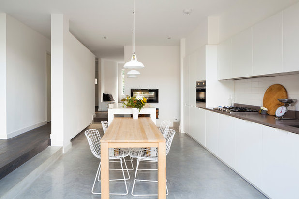 Contemporary Kitchen by Scenario Architecture