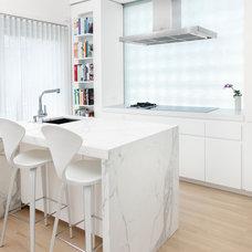 Modern Kitchen by Randall Architects