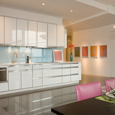Modern Kitchen by Poolehaus Residential Design