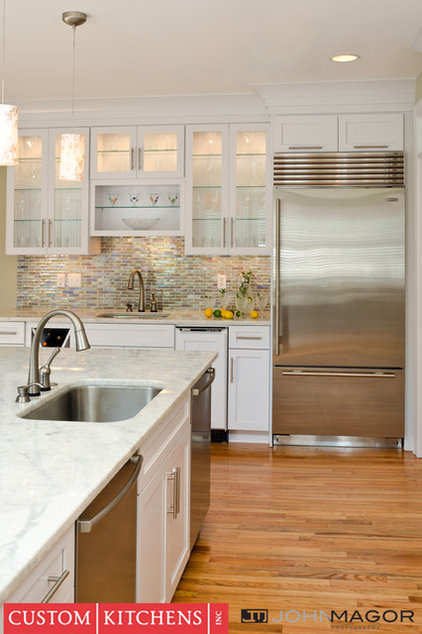 Modern Kitchen by Custom Kitchens Inc