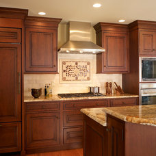 Traditional Kitchen by Sweetbriar Cabinetry & Design, Inc