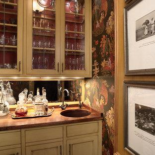 ミネアポリスのトラディショナルスタイルのおしゃれなキッチン (ガラス扉のキャビネット、木材カウンター) の写真