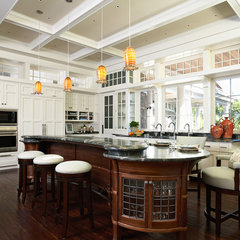 traditional kitchen by TEA2 Architects
