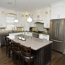 Traditional Kitchen by Chestco for Kitchens