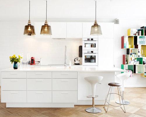 elegant cette image montre une grande cuisine amricaine parallle design avec un placard porte. Black Bedroom Furniture Sets. Home Design Ideas