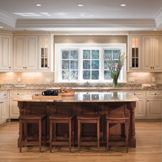 Traditional Kitchen by 1 plus 1 design
