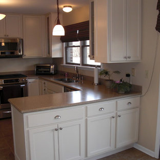 Design ideas for a small traditional u-shaped eat-in kitchen in Chicago with an undermount sink, white cabinets, granite benchtops, stainless steel appliances, ceramic floors, no island and shaker cabinets.