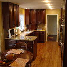 Traditional Kitchen by Lifestyles Custom Homes & Remodeling, Inc.