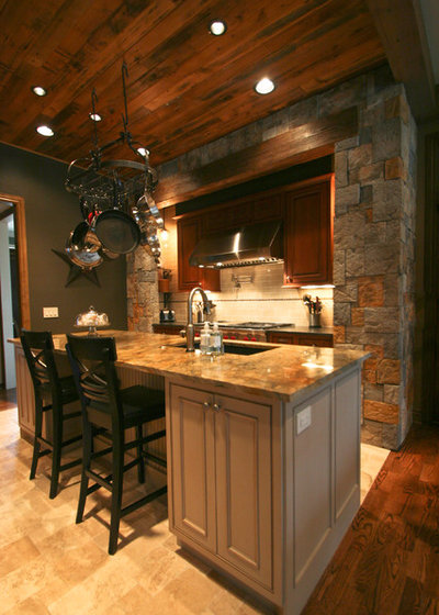 Traditional Kitchen by Urban Kitchens