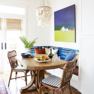 サンフランシスコの中くらいのエクレクティックスタイルのおしゃれなキッチン (エプロンフロントシンク、シェーカースタイル扉のキャビネット、白いキャビネット、大理石カウンター、グレーのキッチンパネル、テラコッタタイルのキッチンパネル、シルバーの調理設備、無垢フローリング、茶色い床、グレーのキッチンカウンター) の写真