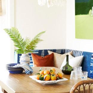 サンフランシスコの中サイズのエクレクティックスタイルのおしゃれなキッチン (エプロンフロントシンク、シェーカースタイル扉のキャビネット、白いキャビネット、大理石カウンター、グレーのキッチンパネル、テラコッタタイルのキッチンパネル、シルバーの調理設備の、無垢フローリング、茶色い床、グレーのキッチンカウンター) の写真