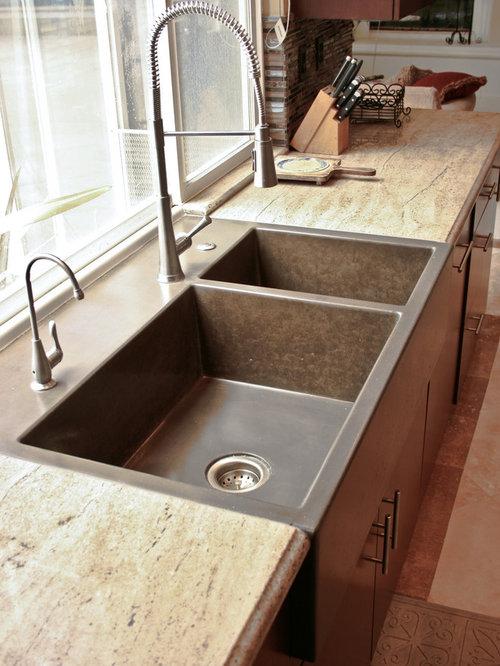 cuisine avec un plan de travail en b ton et un sol en travertin photos et id es d co de cuisines. Black Bedroom Furniture Sets. Home Design Ideas