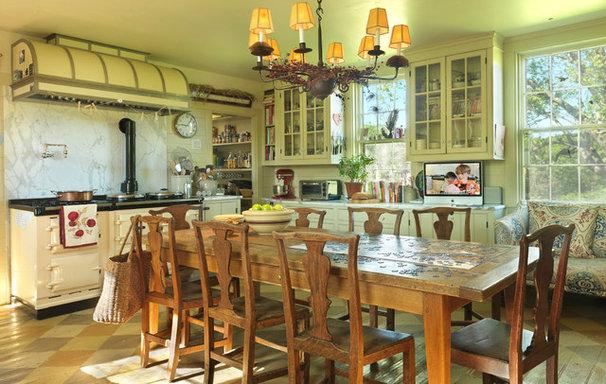 Farmhouse Kitchen by Nat Rea Photography