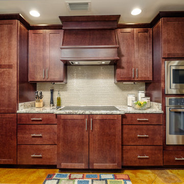 Mobile, Alabama kitchen features Integrity Cabinets