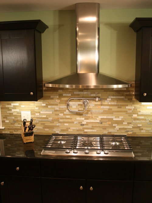Mocha Shaker Two-Toned Kitchen