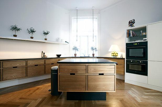 Moderne Køkken Model Hoelgaard in elm wood