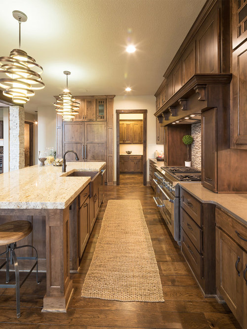 Best Rustic Kitchen With Beige Backsplash Design Ideas & Remodel