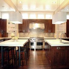 Modern Kitchen by Builders Cabinet