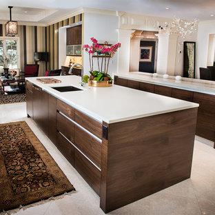 デンバーの中サイズのモダンスタイルのおしゃれなキッチン (一体型シンク、フラットパネル扉のキャビネット、濃色木目調キャビネット、大理石カウンター、ベージュキッチンパネル、石スラブのキッチンパネル、パネルと同色の調理設備、セラミックタイルの床) の写真