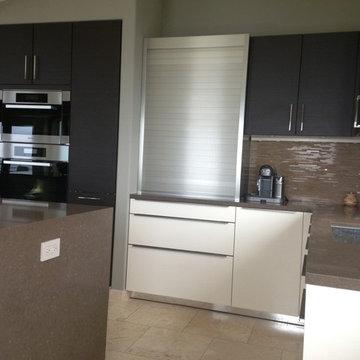 Modern 2-tone kitchen