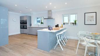 Modern and fresh Pearl Grey Gloss kitchen